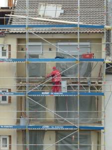 Gerüst am Haus zur Renovierung