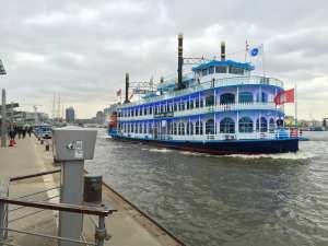 Hafenrundfahrt in Hamburg auf der Elbe
