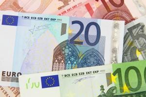 verschiedene Geldscheine in Euro für den Kreditvergleich