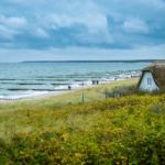 Typisch Ahrenshoop mit Blick auf die Ostsee
