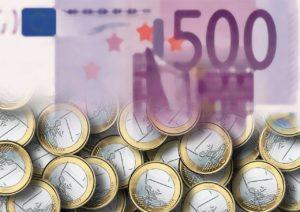 Geldscheine und Geldstücke in Euro
