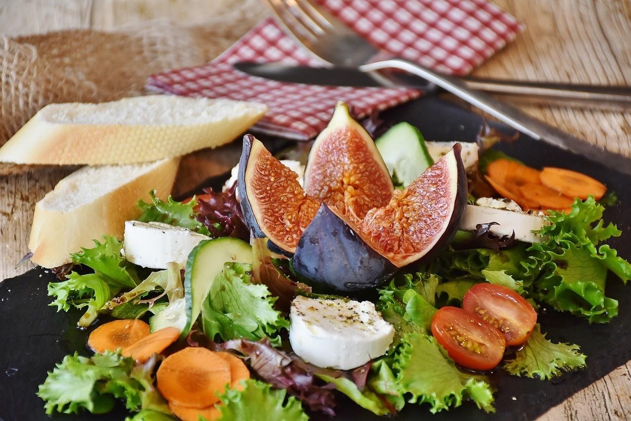 Gesunde Mittagspause: Richtig ernähren und lange satt bleiben