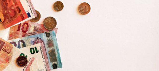 Euroscheine und Kleingeld